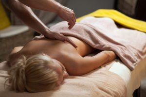 ¿Puede un masaje ayudarme a dormir?